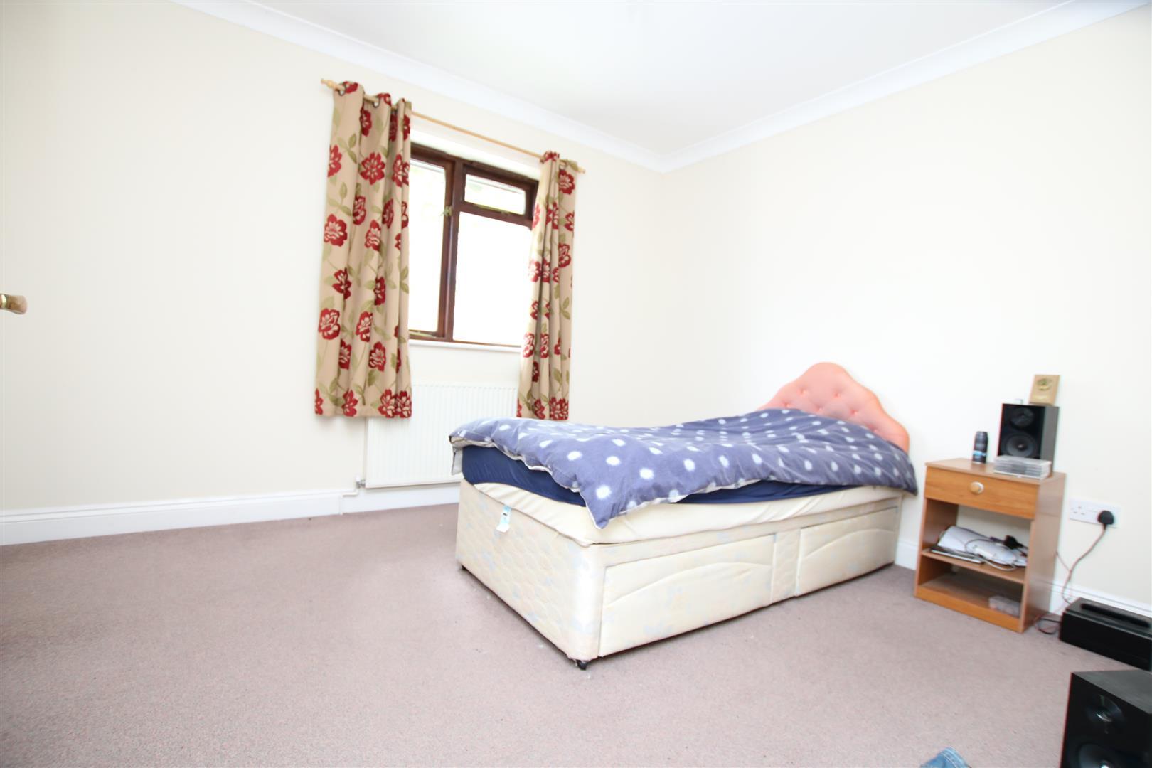 Tanyard Close, Horsham